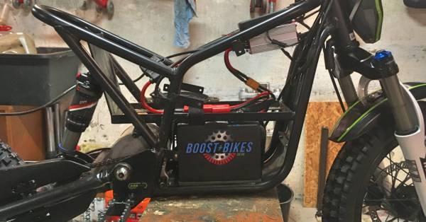 KUBERG TRIAL HERO med Boost-Bikes Litium Batteri monteret
